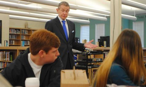 Bill Plante, Senior White House correspondent visited UHS on October 6. The beginning of his presentation focused on the Civil Rights Movement, and concluded with time for questions.
