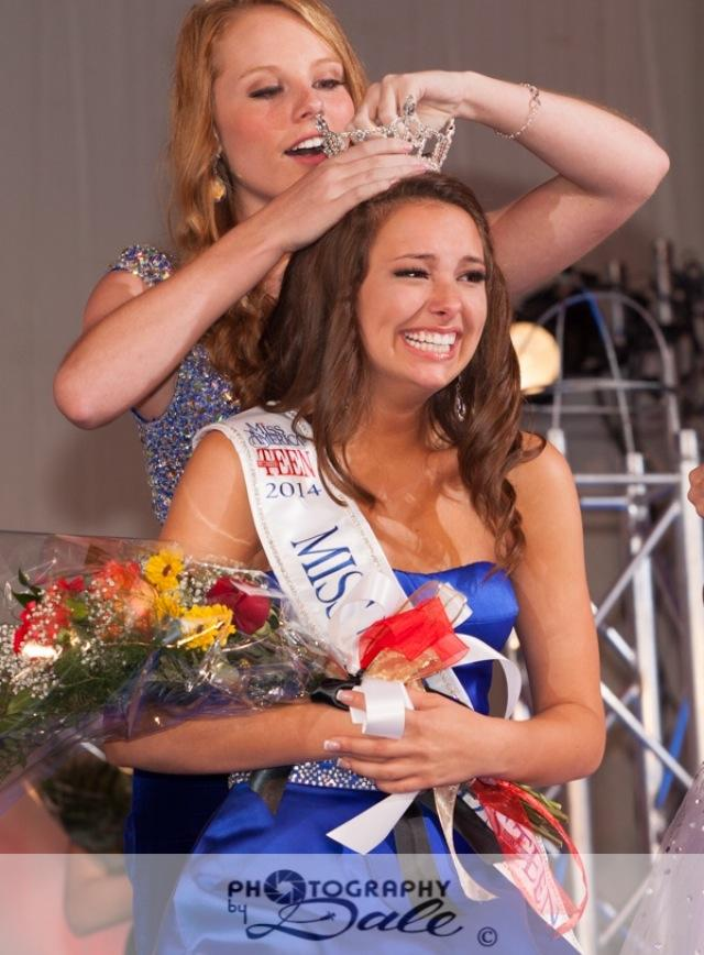 Sarah Robinson getting crowned at the state pageant.